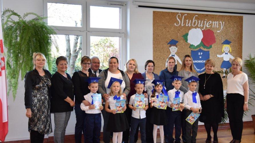 Ślubowanie uczniów klasy pierwszej w Szkole Podstawowej w Janowicach Kliknięcie w obrazek spowoduje wyświetlenie jego powiększenia