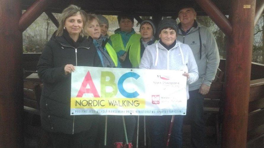 ABC Nordic Walking Na zajęciach klubu aktywnego seniora w Pisarach
