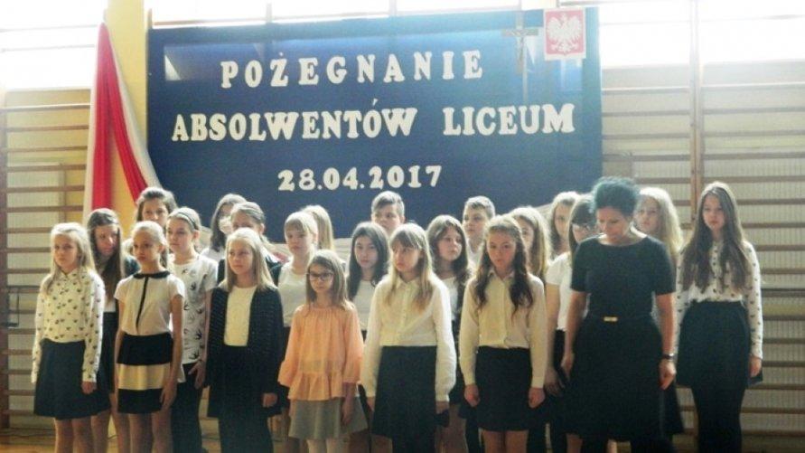 Pożegnanie absolwentów Liceum Ogólnokształcącego w Zespole Szkół Ogólnokształcących im. Edwarda Szylki w Ożarowie