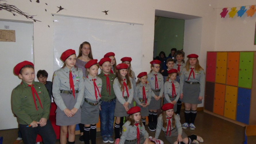 Z myślą o obchodach 100-lecia odzyskania niepodległości,  czyli zimowy biwak z noclegiem w szkole w Pisarach