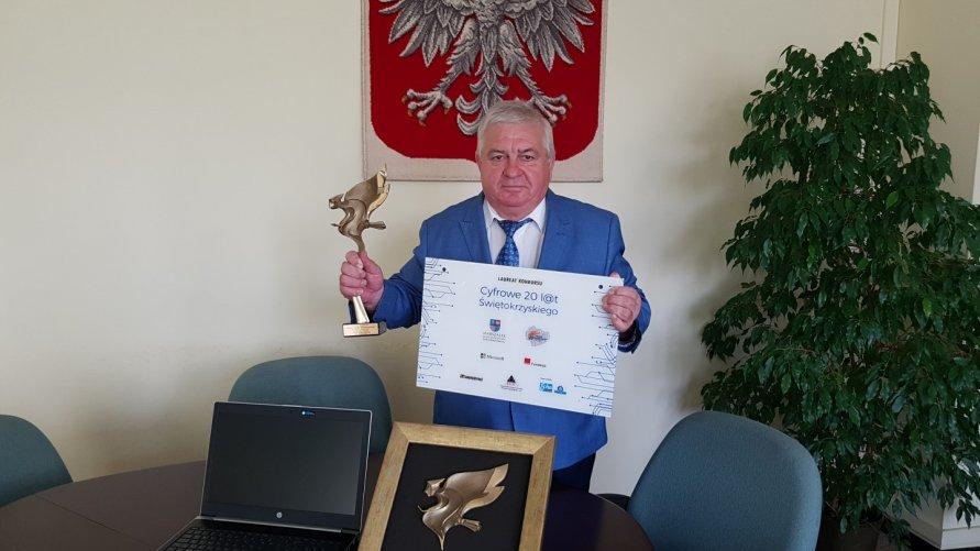 Burmistrz z nagrodą za cyfryzację gminy Kliknięcie w obrazek spowoduje wyświetlenie jego powiększenia